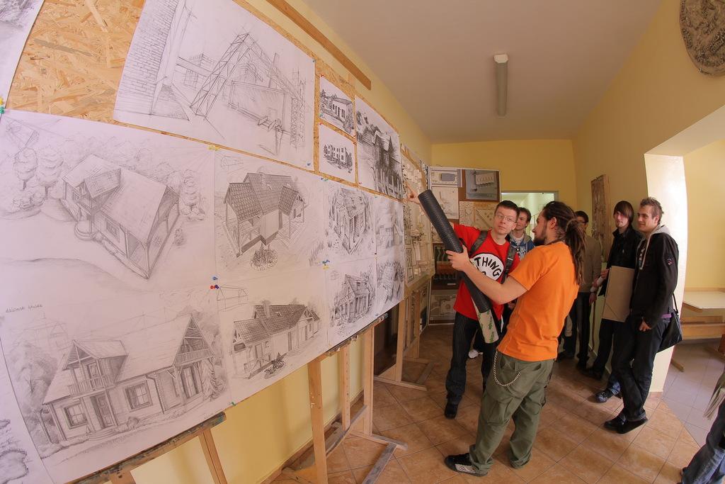 Instytut Architektury i Urbanistyki - dyskusja nad pracami studenckimi.jpeg
