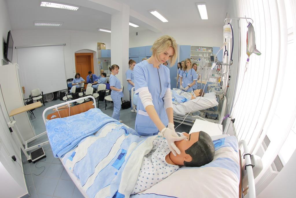 Instytut Pielęgniarstwa - symulator czynności życiowych 2.jpeg