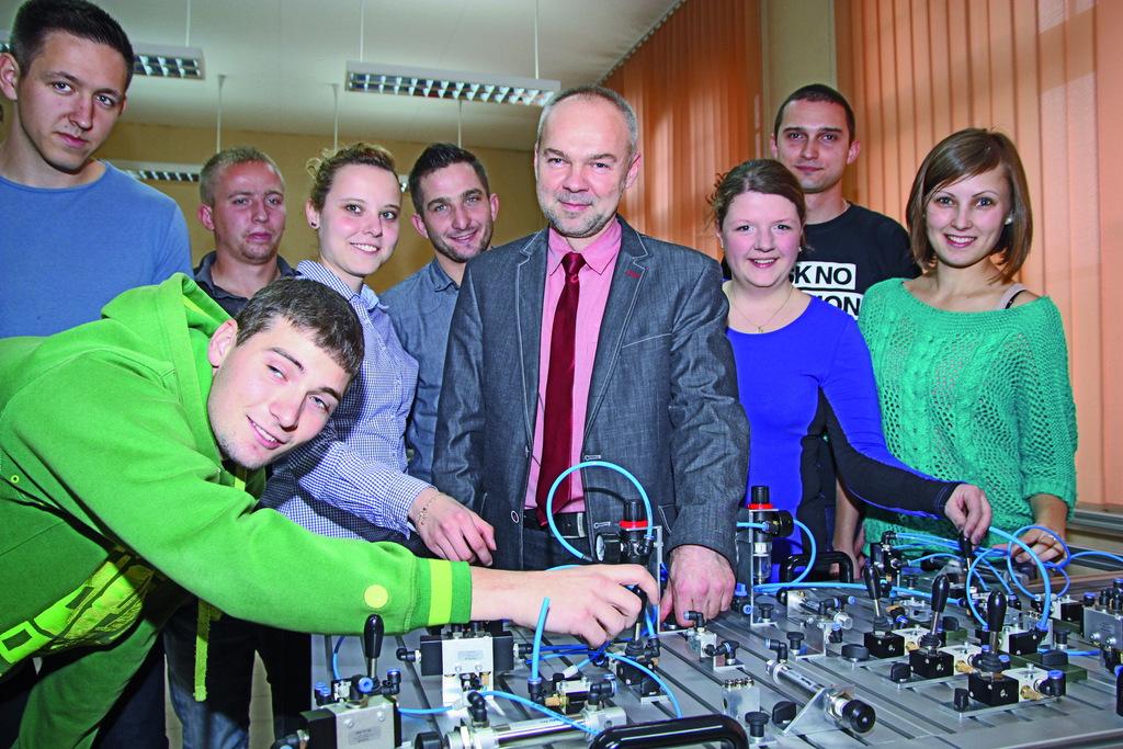 Instytut Zarządzania - zajęcia z mechatroniki 2.jpeg