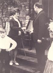 Uroczyste otwarcie przedszkola w roku 1968. Wręczenie kluczy P. Urszuli Suffner - pierwszej dyrektorki