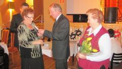 dz. babci i dziadka - wręczanie złotej odznaki honorowej PZERiI-1.jpeg